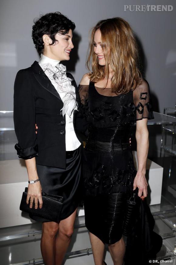 """Audrey Tautou et Vanessa Paradis lors de l'inauguration de l'exposition """"N°5 Culture Chanel""""."""