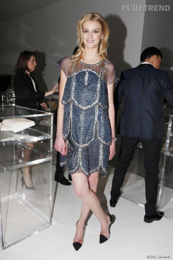 """Sigrid Agren lors de l'inauguration de l'exposition """"N°5 Culture Chanel""""."""