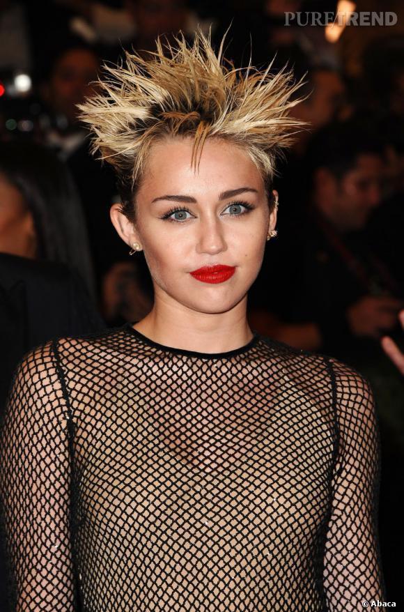 Le pire et le meilleur des coiffures du Met Ball 2013 Miley Cyrus craque pour une coupe explosive (mais pas franchement glamour).