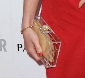 Des stars, aux podiums, à la rue : adoptez la tendance it-bag transparent comme Charlotte Della portant une de ses créations