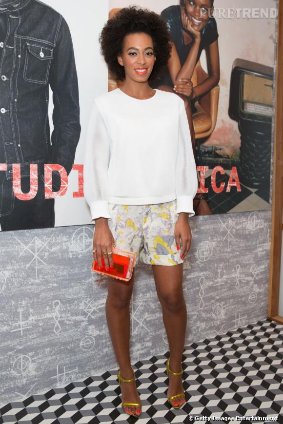 Des stars, aux podiums, à la rue : adoptez la tendance it-bag transparent comme Solange Knowles