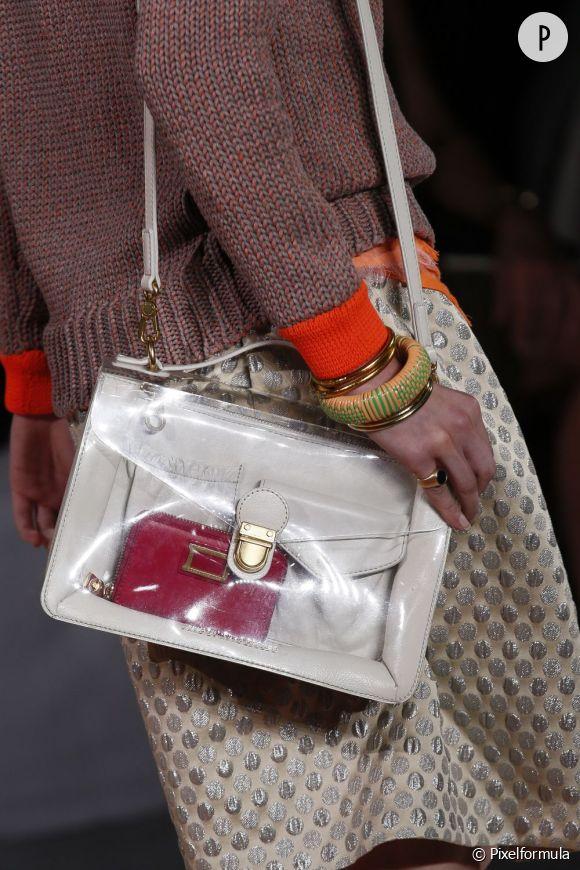 Des stars, aux podiums, à la rue : adoptez la tendance it-bag transparent    Marc by Marc Jacobs, défilé Printemps-Eté 2013