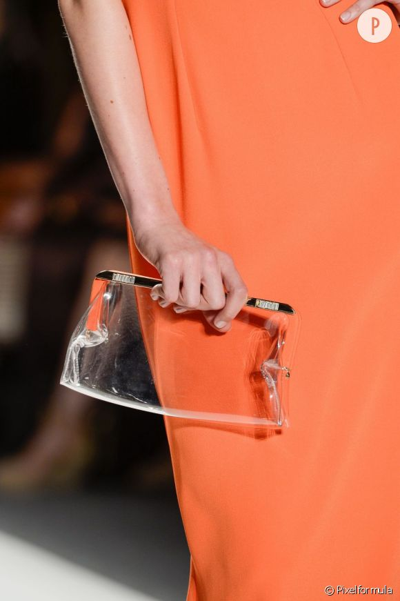 Des stars, aux podiums, à la rue : adoptez la tendance it-bag transparent    Jenny Packham, défilé Printemps-Eté 2013