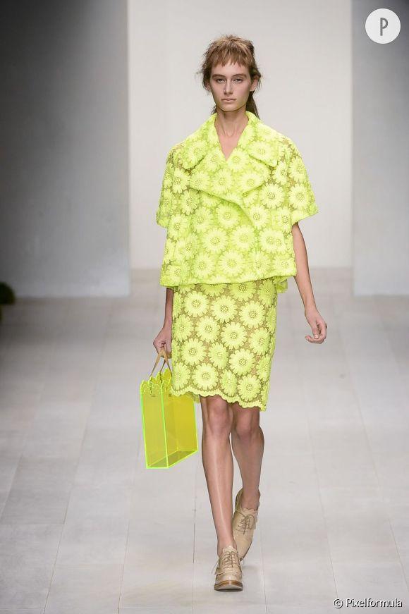 Des stars, aux podiums, à la rue : adoptez la tendance it-bag transparent    Simone Rocha, défilé Printemps-Eté 2013