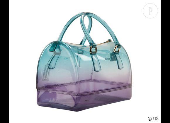 Des stars, aux podiums, à la rue : adoptez la tendance it-bag transparent    Sac Candy, Furla, 335 €