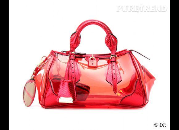 Des stars, aux podiums, à la rue : adoptez la tendance it-bag transparent    Sac Burberry prorsum, 2195 €