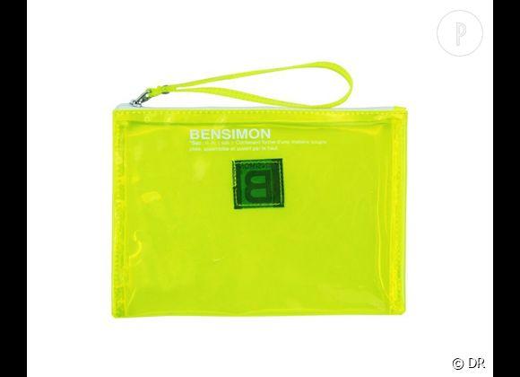 Des stars, aux podiums, à la rue : adoptez la tendance it-bag transparent    Pochette Bensimon, 10 €