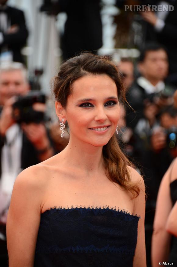Virginie Ledoyen a mis ses yeux en valeur avec un khôl wet. Son beauty look a été élaborée par Dior.