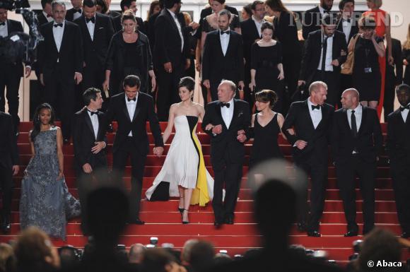 Avec sa robe imprimés Mondrian, Marion Cotillard sort incontestablement du lot.