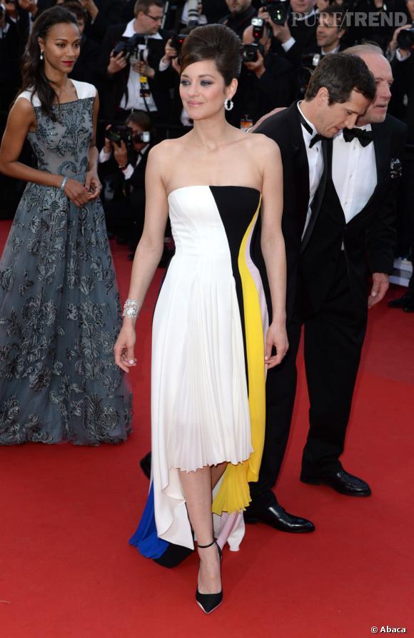 Marion Cotillard jette son dévolu sur une création Dior Croisière 2014.