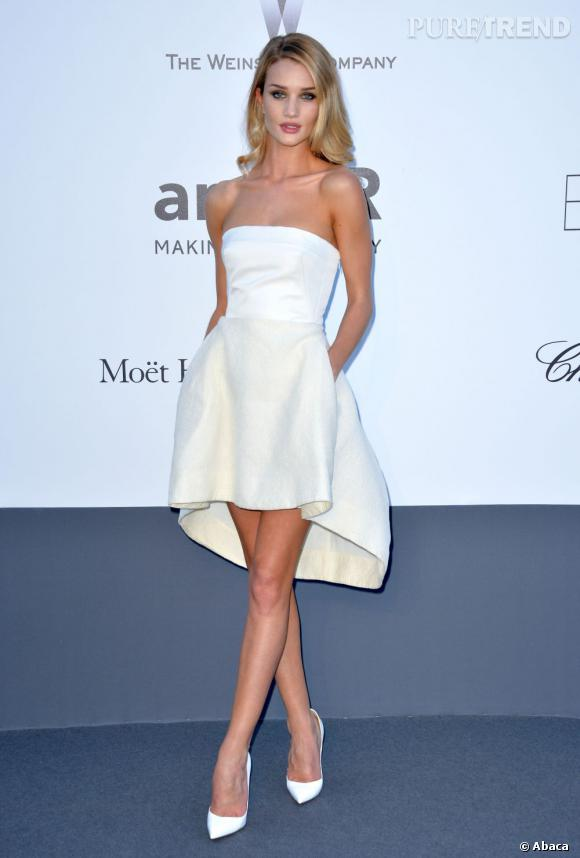 Rosie Huntington-Whiteley, une apparition immaculée.
