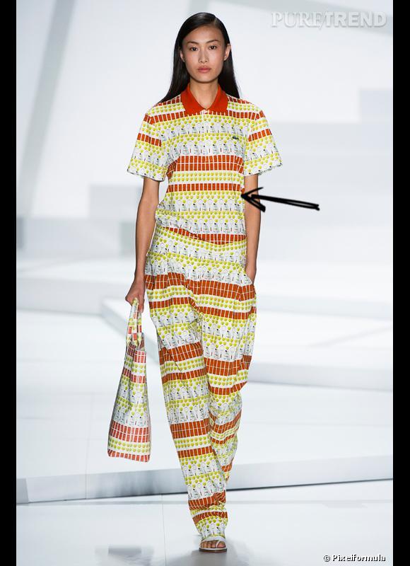 Comment porter la tendance sporty chic ce Printemps-Eté 2013 ?      Comme chez Lacoste en habillant des basiques d'un imprimé hommage au tennis.     Défilé SS2013