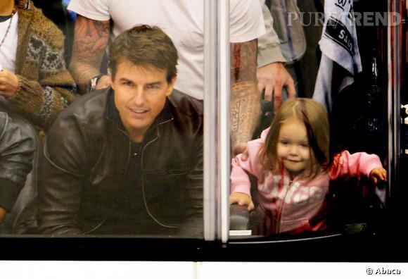 Tom Cruise et Harper regardent le match avec attention.