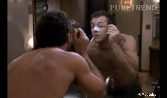 """Dans """"Ce que veulent les femmes"""", Mel Gibson ose la totale : épilation, patch anti-points noirs et même mascara."""