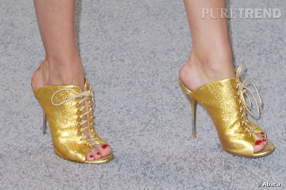 Olivia Palermo porte des escarpins Zara.