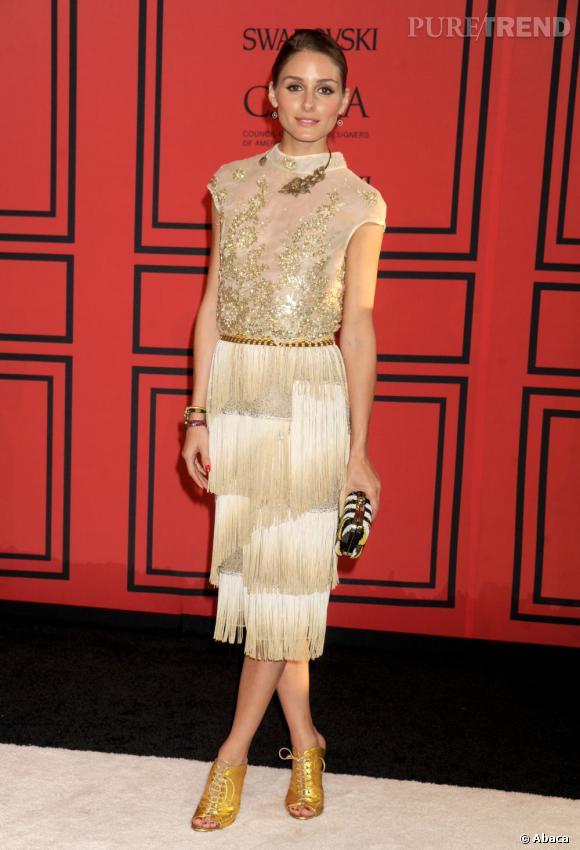 Olivia Palermo porte une robe à franges inspirée flappers.