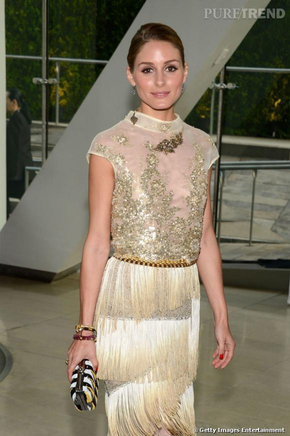 Olivia Palermo porte un collier très art déco.