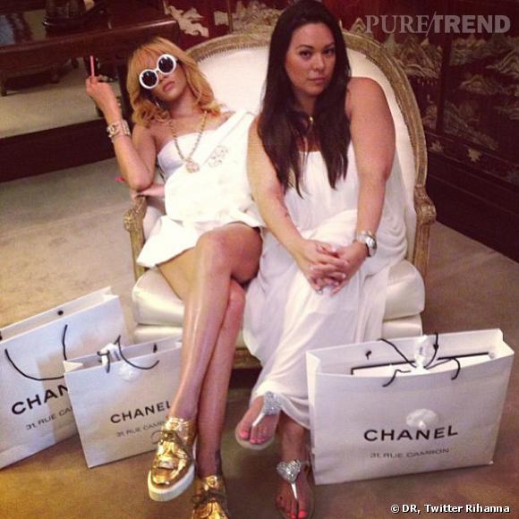 Rihanna fait preuve d'opulence chez Chanel.