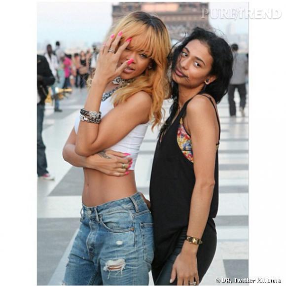 Rihanna prend la pose devant la Tour Eiffel et ne manque pas d'être sexy durant son passage dans la capitale avant de donner son concert au Stade de France, le 8 juin 2013.
