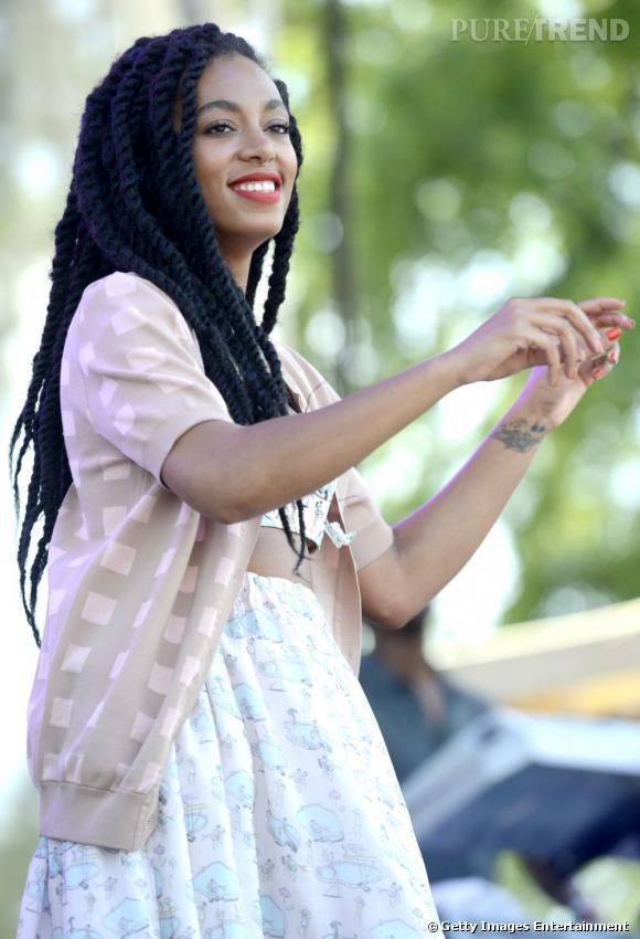Solange Knowles plutôt contente d'être sur scène.