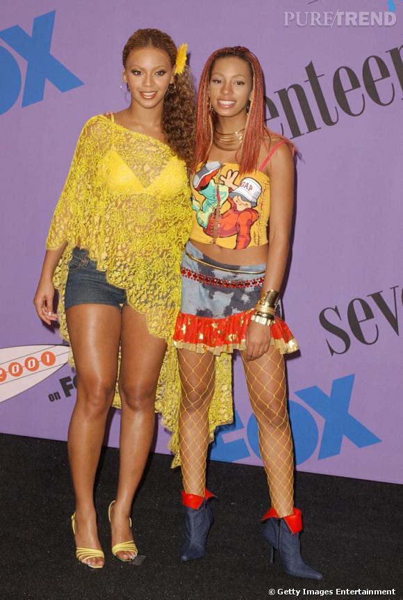 En 2001 :  Solange Knowles et sa soeur sont coordonnées niveau looks, c'est le feu d'artifice de couleurs. Un désatre.