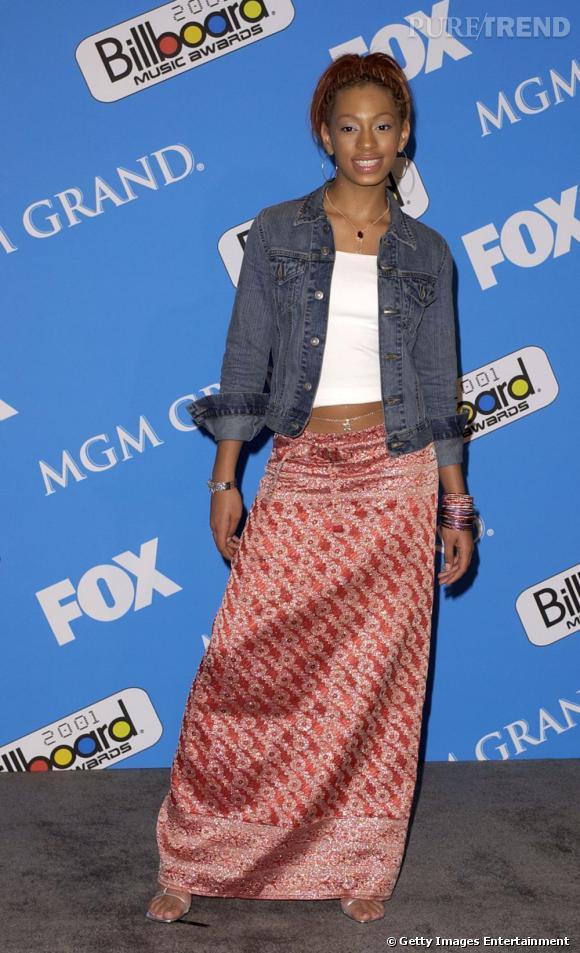 En 2001 :  Solange Knowles est loin de briller par ses looks, on dit nous à la jupe sari ainsi qu'à la chaine de taille.