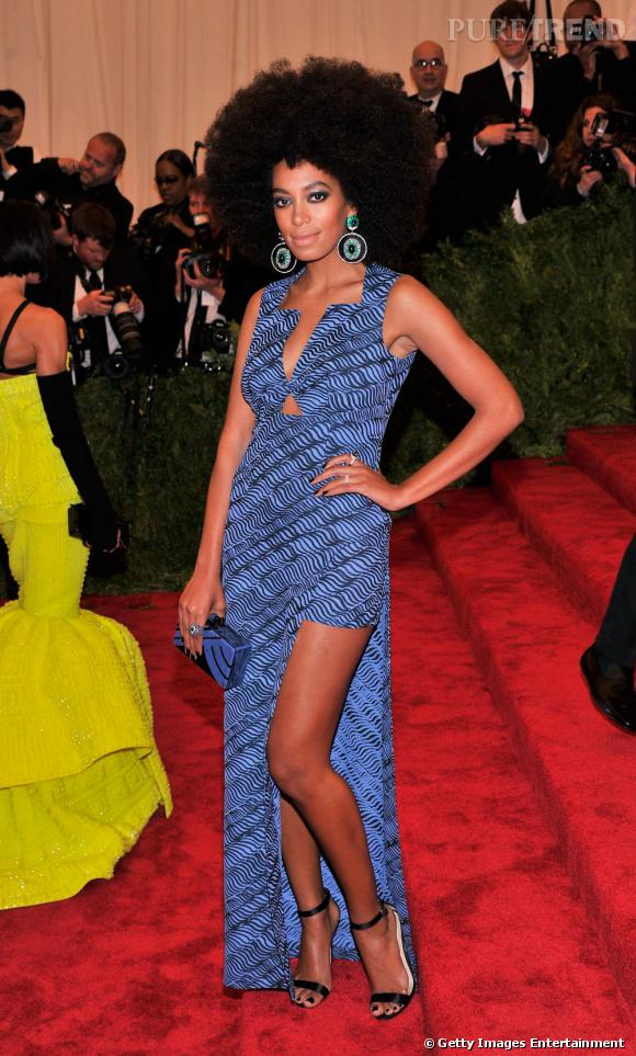 En 2013 :  Solange Knowles foule le red carpet du Costume Institute Gala et fait même mieux que Beyoncé.