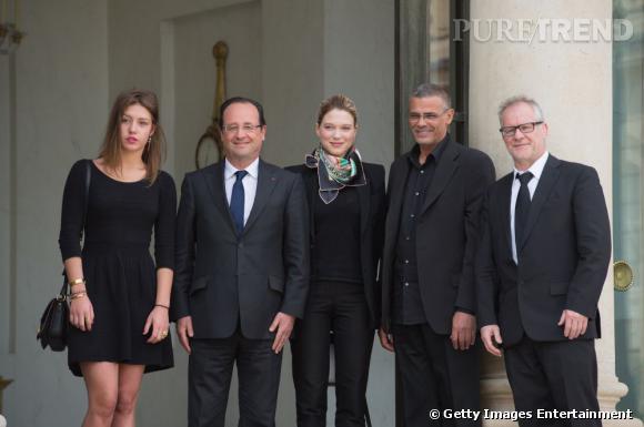 Léa Seydoux et Adele Exarchopoulos posent avec le Président François Hollande.