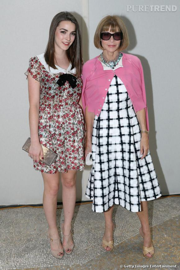 Bee Shaffer et Anna Wintour au défilé Yves Saint Laurent à Paris.