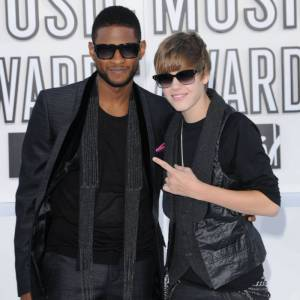 Justin Bieber et Usher lors des MTV Music Video Awards en 2010.