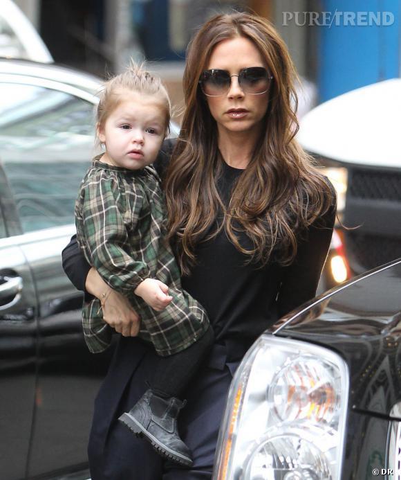 Harper Beckham, bottines et robe écossaise, so rock'n'roll !