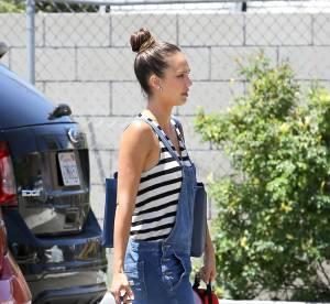 Jessica Alba, Rihanna, Keira Knightley : comme les stars adoptez la salopette en jean
