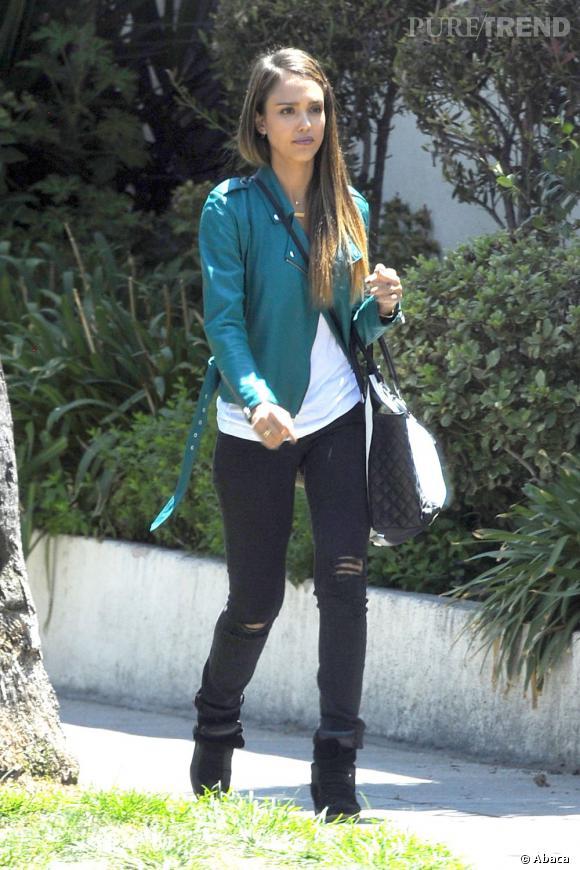 Jessica Alba dans les rues de Los Angeles... une maman renversante.