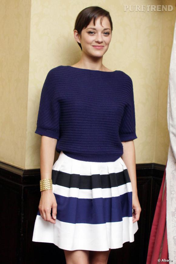 Marion Cotillard prend la première place du classement chez les femmes avec un salaire maximum de 1 million d'euros par film.