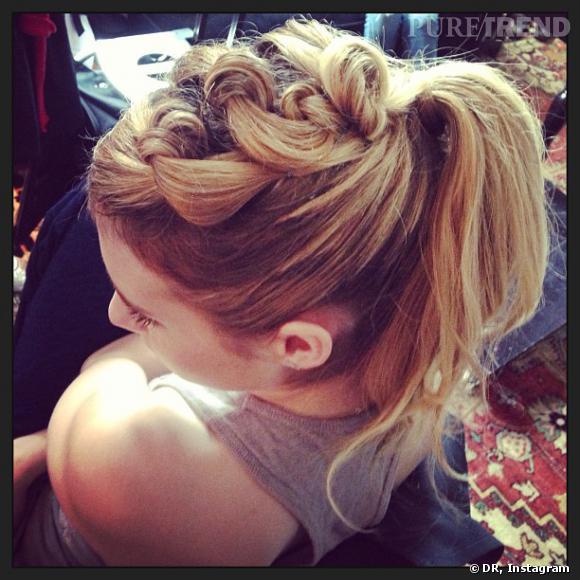 """Emma Roberts, ravie par sa coiffure pour l'avant-première de """"We're The Millers""""."""