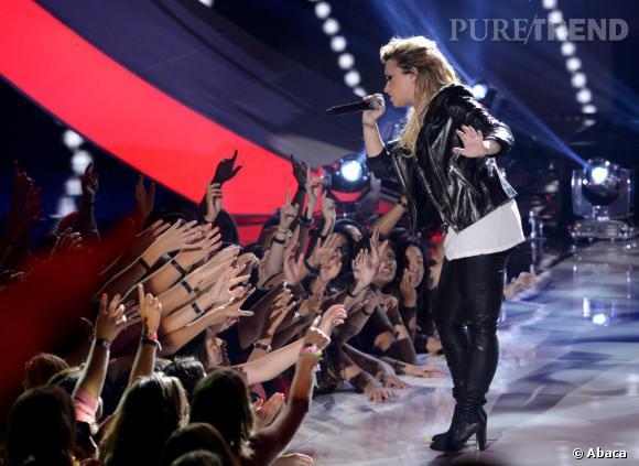 Demi Lovato remporte les Teen Choice Awards de la meilleure artiste féminine, meilleur single  pour une artiste féminine et personnalité télé favorite.