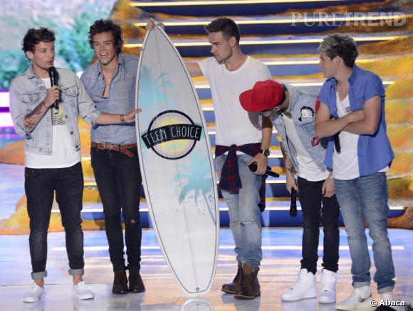 """Les One Direction décrochent les prix du meilleur groupe, de la meilleure tournée, du meilleur single pour un groupe, de la meilleure chanson d'amour, de la tournée d'été. Harry Styles décroche lui les prix du """"Hottie de l'année"""" et du """"Plus beau sourire""""."""