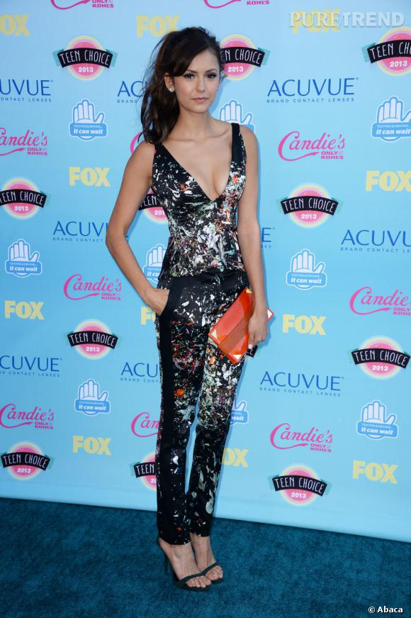 Nina Dobrev, meilleure actrice science-fiction, en combinaison J Mendel aux Teen Choice Awards 2013.