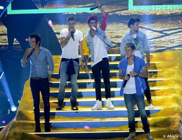 """Les One Direction lancent les festivités avec leur nouveau morceau """"Best Song Ever""""."""