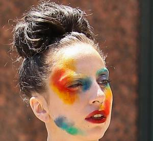 Lady Gaga, maquillee comme un clown pour son nouveau single Applause