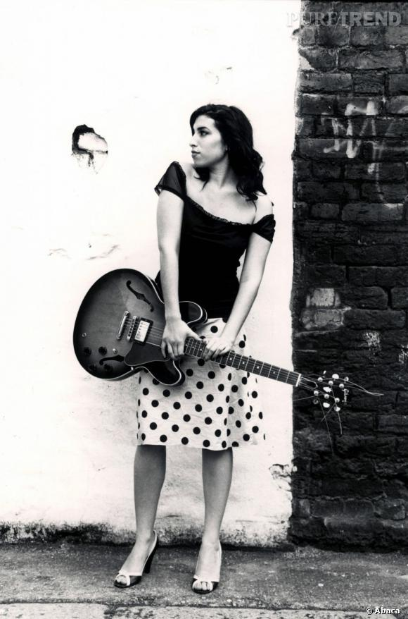 Amy Winehouse était poignante lorsqu'elle chantait accompagnée d'une seule guitare.