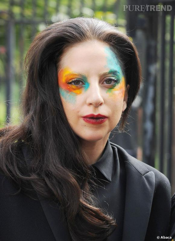 Les tops et les flops beauté de la semaine Lady Gaga a confondu pinceau et truelle. Résultat, un maquillage digne d'un clown.