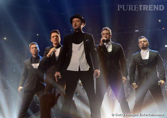 Justin Timberlake a chanté un metley d'une quinzaine de minutes pendant les MTV Video Music Awards et a invité les 'NSYNC sur scène.