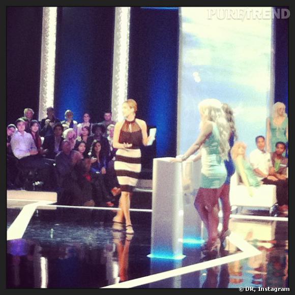 """Arielle Kebbel en pleine action sur le plateau de """"Perfect Score""""."""
