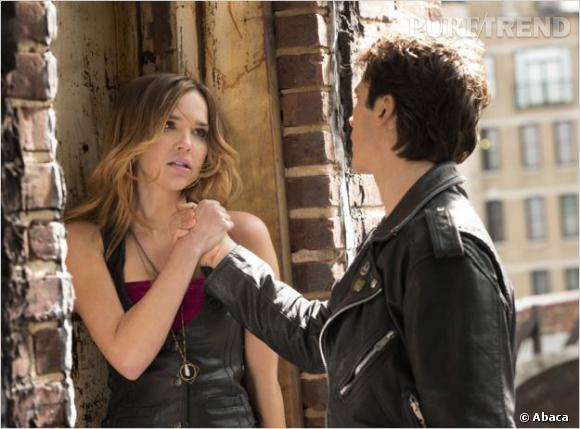 "Arielle Kebbel (Lexi) face à Ian Somerhalder (Damon) dans ""Vampire Diaries""."