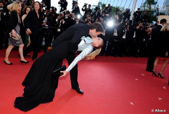 Clovis Cornillac et Lilou Fogli ont officialisé leur relation de manière très spectaculaire à Cannes en 2011.