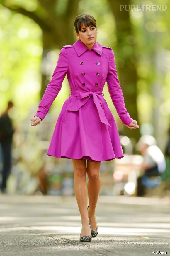 """Lea Michele de retour sur le tournage de """"Glee"""" avec un adorable trench rose."""