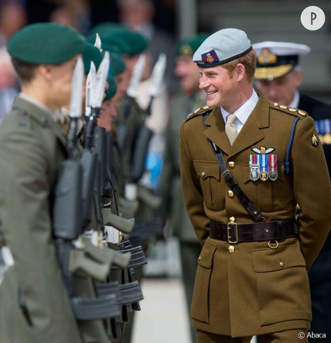 Et en plus le prince harry porte tr s bien l 39 uniforme - Argument contre le port de l uniforme ...