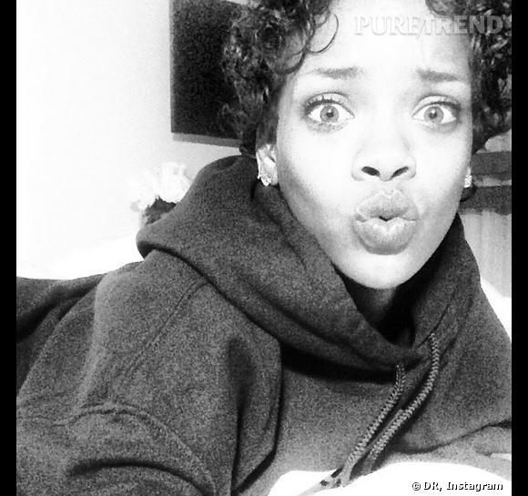 Rihanna et sa bouche en cul de poule pour une selfie fun sur Instagram.