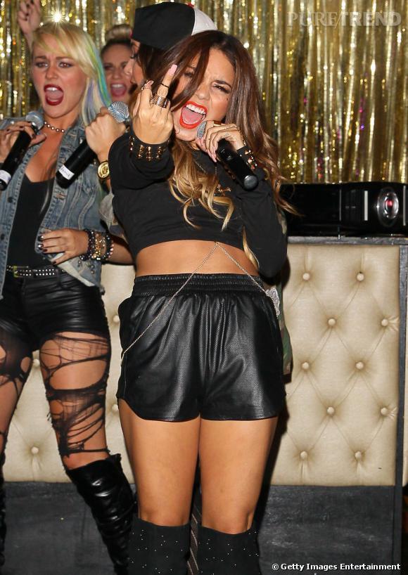 Vanessa Hudgens se débarasse définitivement de son image de petite fille lors de sa performance au club Bootsy Bellows de Los Angeles avec le groupe YLA.